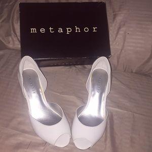 Metaphor 'Dacey' White Women's Dress Shoe